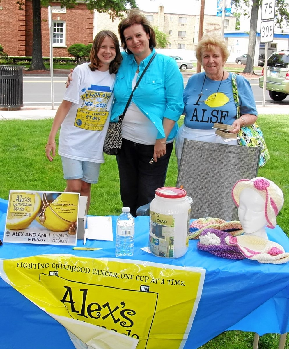 2014 - BLUE LOBSTER FESTIVAL - ALEX'S LEMONADE STAND - 01