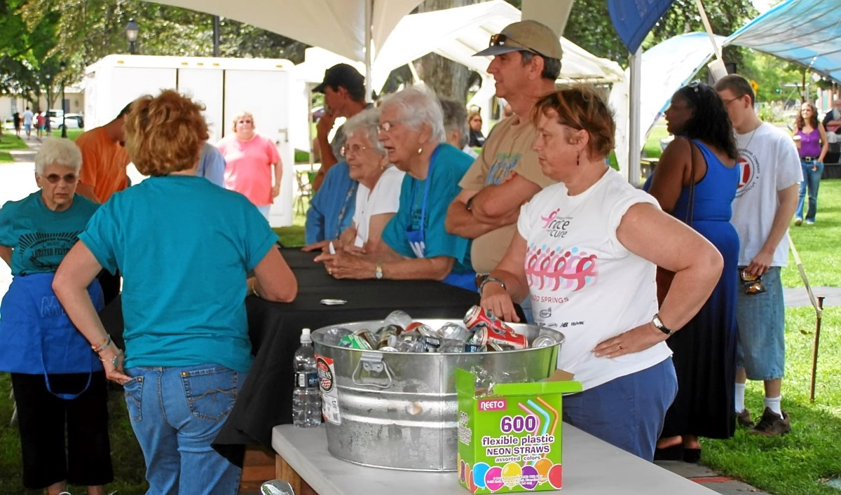 2014 - BLUE LOBSTER FESTIVAL - MEAL SERVING - 01